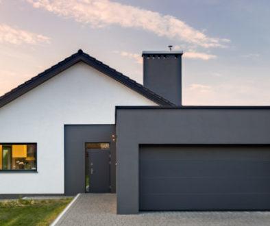Eine ästhetisch gestaltete Garage passt sich ideal in die Hausoptik ein.
